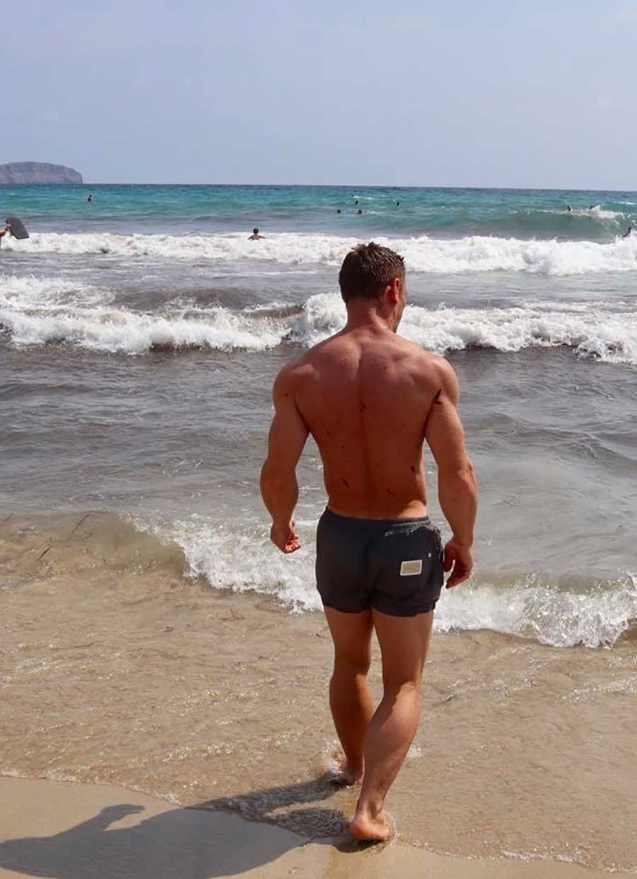 Chris-Chris-lifestyle-beach-walk