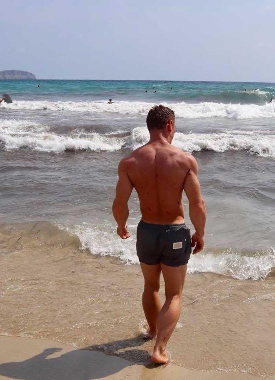 Chris-Chris-lifestyle-beach-walk
