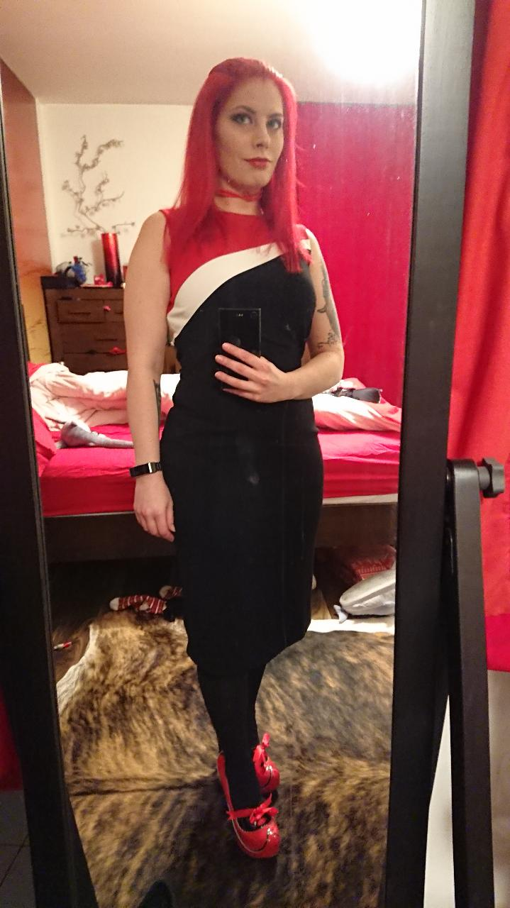 Katherine-lifestyle-mirror-selfie