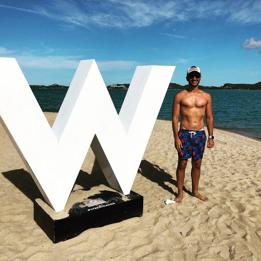 Oren-lifestyle-shot-at-the-beach-900-web