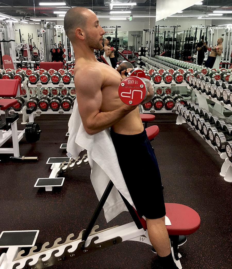 Oscar-in-the-gym-bicep-curl-900