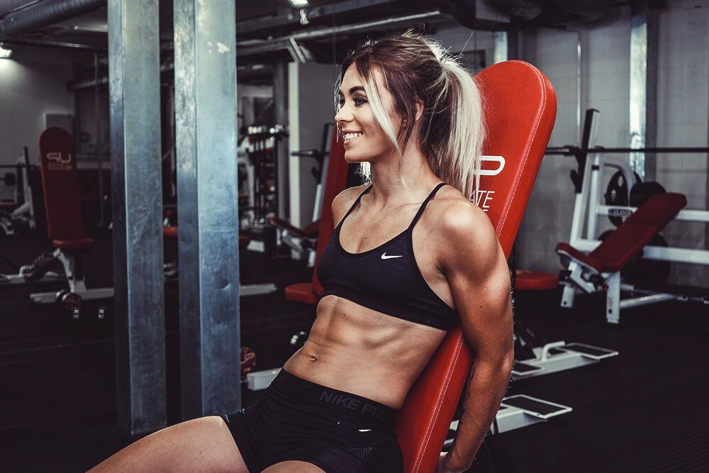 Sam-in-the-gym-abs